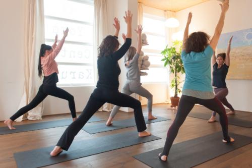 Yogastijlen met vaste series